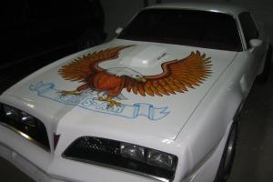 Pontiac : Trans Am white with air brushed bird