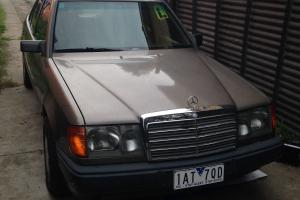 Mercedes 260E in Parkdale, VIC