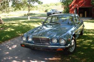 Jaguar : XJ6 Sedan Photo