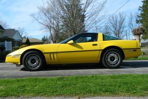 Chevrolet : Corvette coupe 2-door