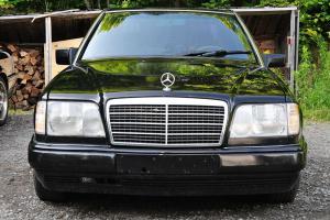 Mercedes-Benz : E-Class 4-door