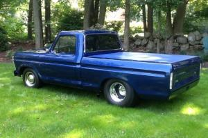 Ford : F-100 Base Cab & Chassis 2-Door