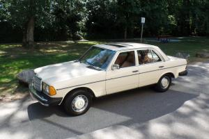 Mercedes-Benz : 200-Series 4dr. sedan