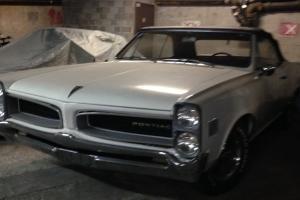 Pontiac : Le Mans Base