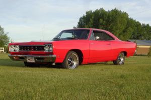 Plymouth : Road Runner Plymouth Satelite (Roadrunner tribute)