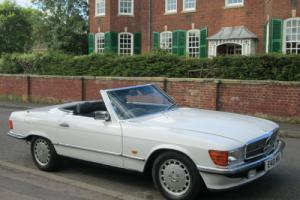 1987 Mercedes-Benz 300SL R107 MODEL. CONVERTIBLE. 2+2 SEATER. 28 SERVICE STAMPS
