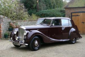 1949 Bentley MK VI Mulliner Saloon Photo