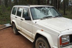Jeep Cherokee Classic 4x4 1996 4D Wagon Automatic 4 LTR NOT Ford Holden 4WD in VIC