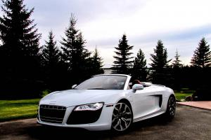 Audi: R8 Base Convertible 2-Door