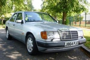 1992 Mercedes-Benz 260E Photo