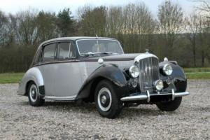 1954 BENTLEY R-TYPE SALOON FINISHED IN STUNNING MASONS BLACK OVER SILVER Photo