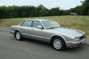 Jaguar XJ8 1998 X308 IMMACULATE 23000 miles Meteorite Silver Ivory Trim S50XJR
