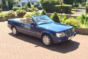 1995/N - Mercedes E220 Convertible Auto. FSH. EXCELLENT EXAMPLE.