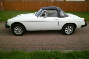 1977S MG B ROADSTER WHITE WITH BLACK INTERIOR AND HOOD