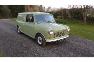 Classic Mini Van Photo