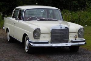 1962 Mercedes-Benz 220 S Fintail Saloon