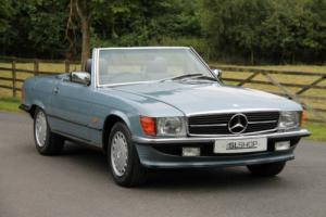 Mercedes-Benz R107 500 SL (1988) Diamond Blue with Blue Sports Check