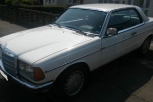 1980 Mercedes-Benz 200-Series