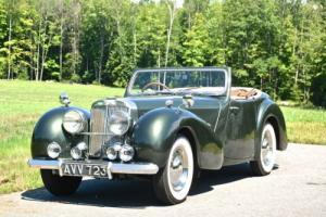 1948 Triumph 2000 Photo