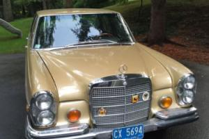 1971 Mercedes-Benz 200-Series Photo