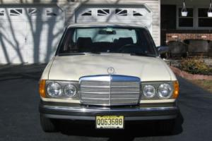 1982 Mercedes-Benz 200-Series 240 D