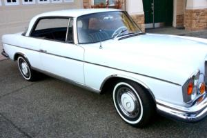 1967 Mercedes-Benz 200-Series Photo