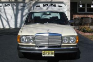 1982 Mercedes-Benz 200-Series 240 D