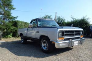 1987 DODGE RAM  1500 LE V8 AUTO. .SWB TRUCK.  IN BLUE OVER SILVER. (USA)  BLUE
