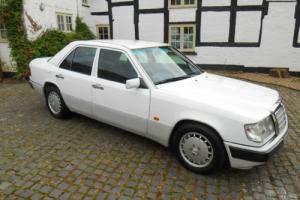Mercedes 220E Automatic. 1993. Photo