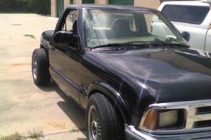2000 Chevrolet S-10 Photo
