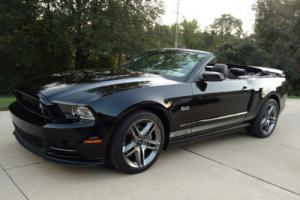2013 Ford Mustang 2dr Convertible GT Photo
