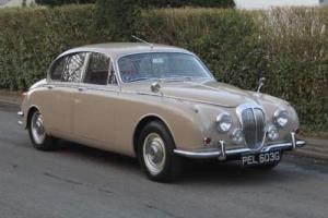 1969 Daimler V8250