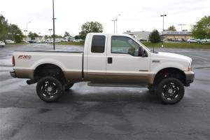 """2003 Ford F-250 Supercab 142"""" Lariat 4WD"""