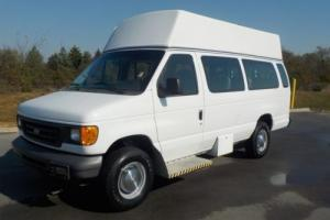 2006 Ford E-Series Van 12 Passenger Hi Top 61,000 miles TAKE  A LOOK !!!!