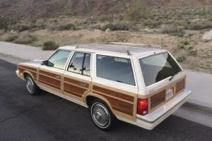 1983 Chrysler Town & Country Photo