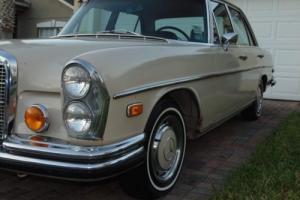 1972 Mercedes-Benz 200-Series SE
