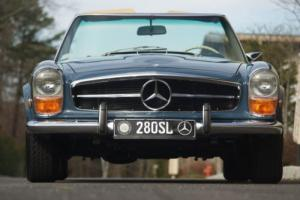 1970 Mercedes-Benz 200-Series Photo