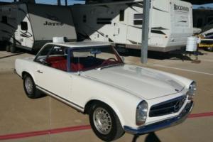 1965 Mercedes-Benz 200-Series Photo