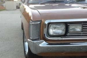Chrysler Valiant VH 770 V8 4 Speed Sedan
