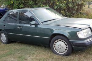 1990 Mercedes Benz 300e 24 Photo