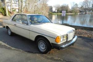 1980 Mercedes-Benz 300CD -- Photo