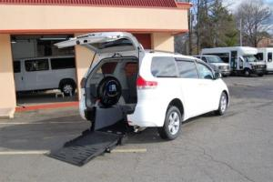 2013 Toyota Sienna 2 Pos