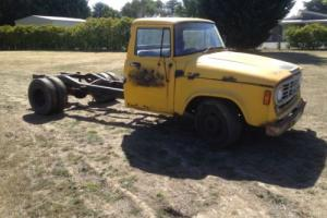 1972 International Truck. Cab chassis runs,suit project hot rod transporter tow