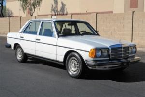 1980 Mercedes-Benz 300D -- Photo