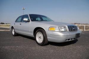 2001 Ford Crown Victoria LX Sedan
