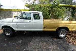 1977 Ford F-250 Camper Special Photo