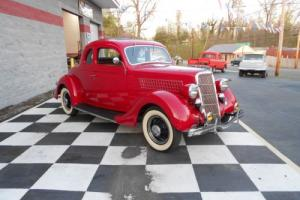 1935 Ford DELUX Photo
