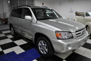2005 Toyota Highlander Only 17,822 Miles!  Carfax Certified! One Owner!