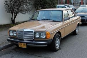 1977 Mercedes-Benz 200-Series
