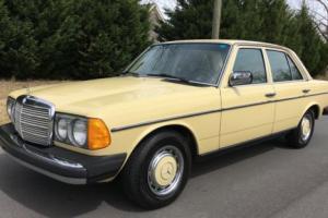 1977 Mercedes-Benz 200-Series Diesel Photo